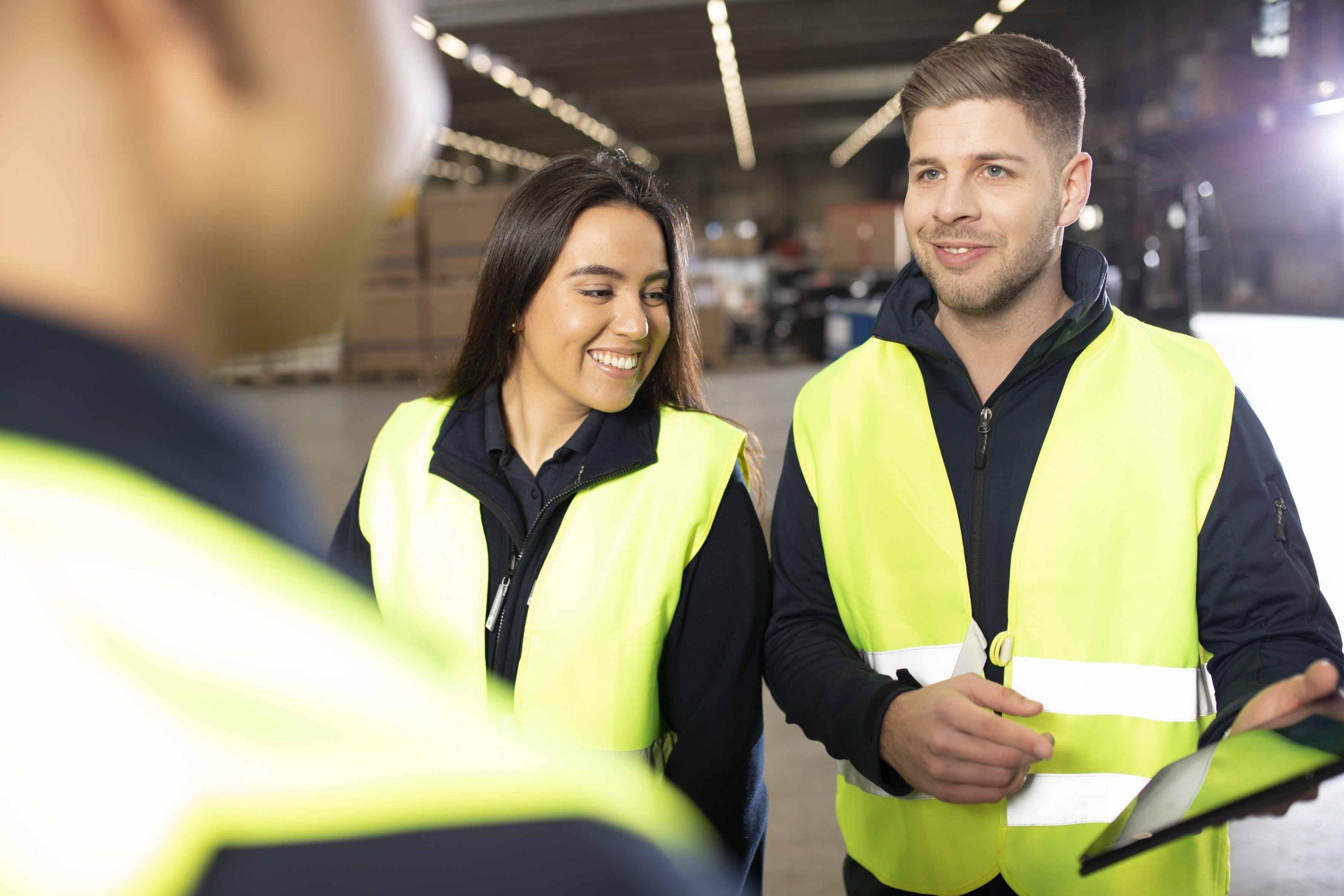 Junge Menschen aus der Logistikbranche