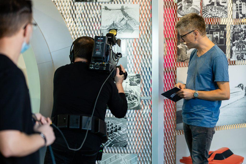 """Moderator Stefan Maywald in der DASA bei der Live Schalte zur Veranstaltung """"JobVille"""""""